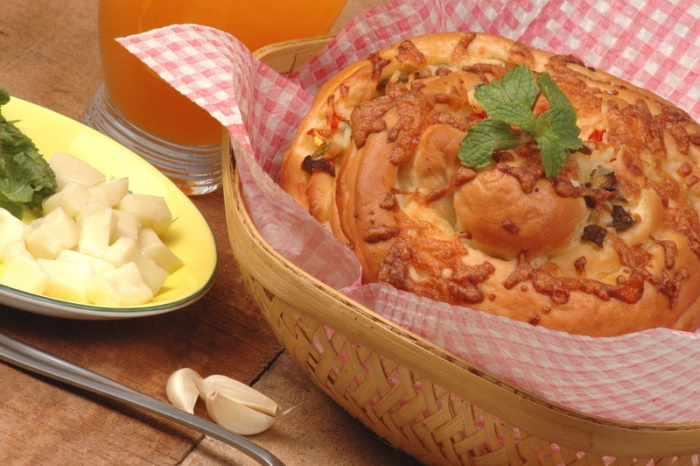 Herbed cheese bread