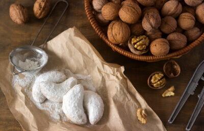 Crescent walnut cookies