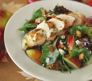 Blue Cheese Salad with Spinach, Apples and Walnuts