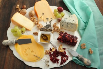make a cheese board