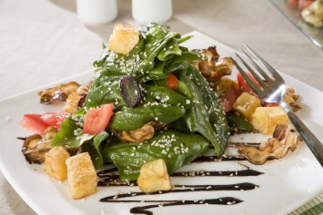 Fresh spinach salad recipe