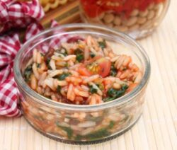 greek rice with spinach and tomatoes