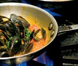 How to Cook Mussels Diablo