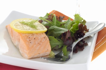 Poached Salmon Fillet Recipe with Basil Vinagirette