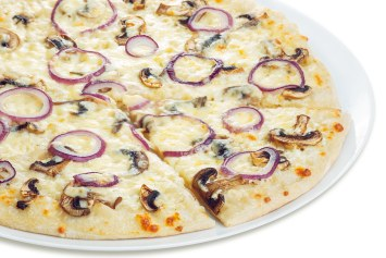 white pizza with mushrooms and onions