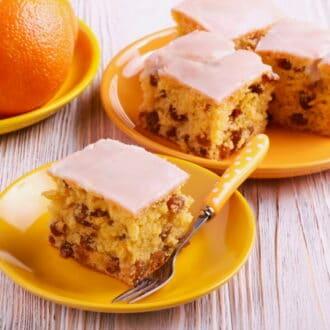 yogurt raisin cake